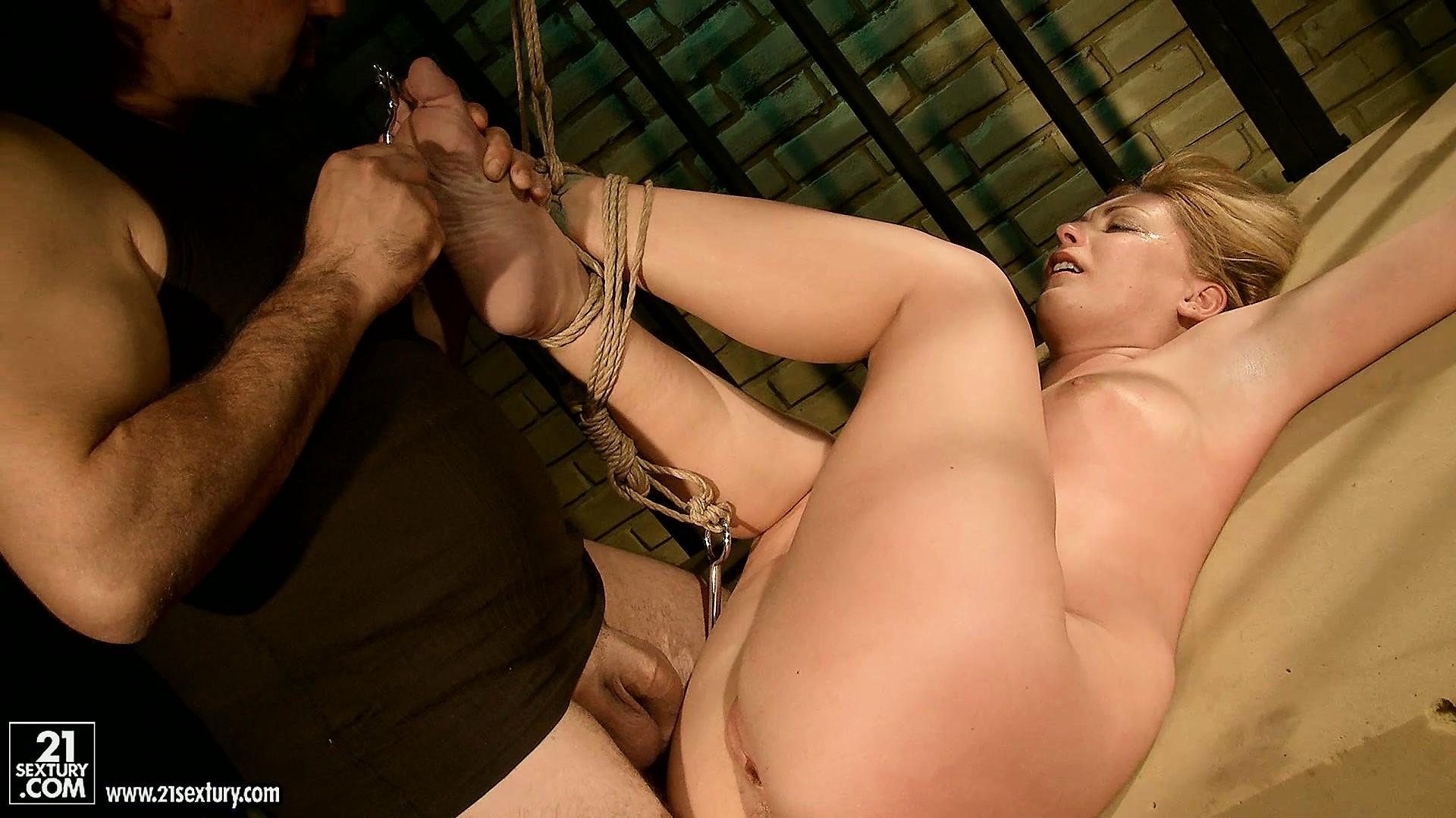 Пытки порно красивых 18 фотография